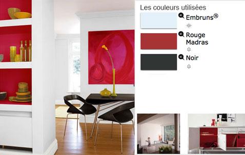 Pour une ambiance dynamique dans la salle à manger , osez les contrastes de couleurs de peinture comme ici  : blanc, rouge et quelques touches de noir