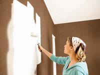 Pour opacifier le support avant de peindre un plafond ou un mur, cette sous-couche permet de recouvrir une couleur foncée d'une peinture blanche ou de teinte claire.