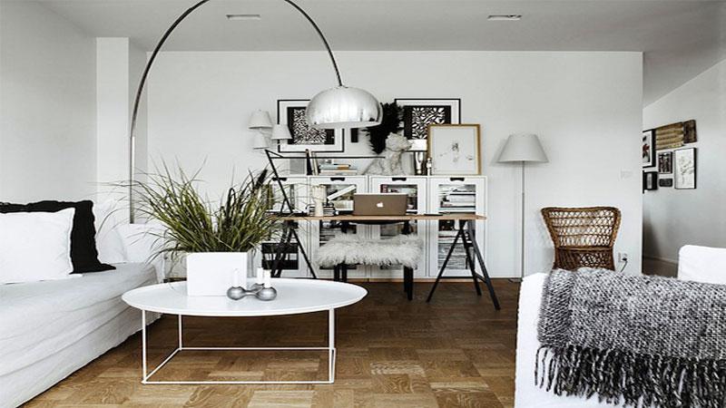 DIY pour faire un bureau soi-même à placer dans un coin du salon, dans une chambre enfant ou adulte. Peu encombrants et faciles à fabriquer, il s'adaptent aux besoins de la surface de travail.