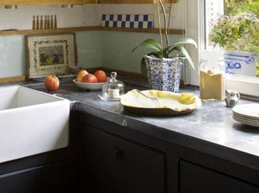 Relooker sa cuisine, Plan de travail cuisine relooké avec feuille de zinc épaisseur 65mm pour un déco vintage