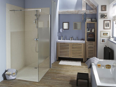 douche italienne installée dans salle de bain avec un receveur douche extra plat à carreler Leroy Merlin