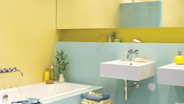 dans la salle de bain, mixez peinture claire par exemple un jaune sorbet citron avec des couleurs vert ou de bleu tendre agrandit l'impression d'espace