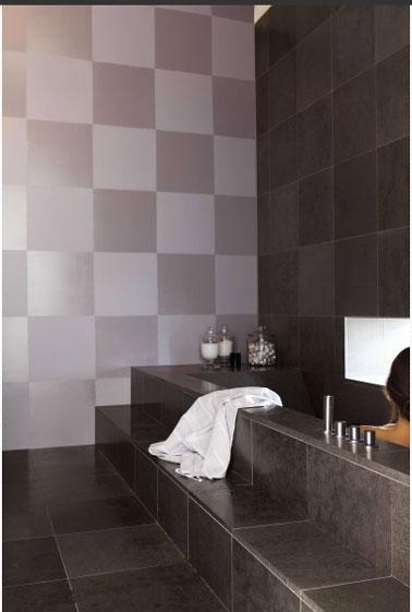 Peinture carrelage Julien. Carrelage salle de bain peint avec peinture couleur gris at argent. Peinture Julien