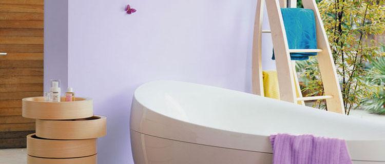 Nos conseils peinture salle de bain pour repeindre les murs, le plafond, choisir la bonne peinture carrelage, ou spéciale contre l'humidité pour relooker une salle de bain facilement.
