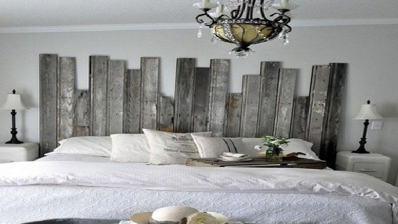 Idées déco chambre et DIY pour fabriquer une tête de lit. Par exemple une tête de lit avec des cordes, des planches de bois, des cadres photo, du papier peint à peindre ou directement avec de la peinture sur le mur