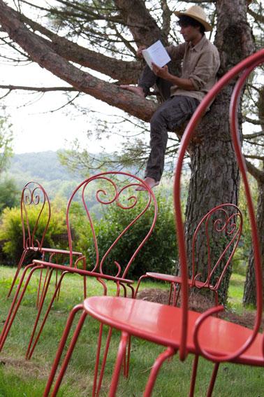 repeindre salon de jardin en fer et rouillé avec peinture fer application directe couleur rouge piment V33