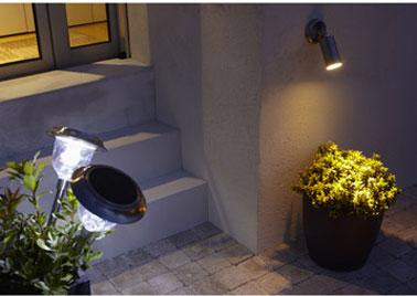 Spot extérieur solaire et ampoule LED blanche. Finition inox