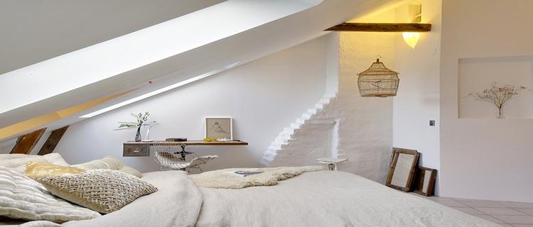 La déco d'une chambre adulte appelle les couleurs dites cocooning de blanche à beige pour planter un décor zen et reposant. Peinture, tête de lit, linge de lit, idées pour harmoniser les couleurs de chambre.