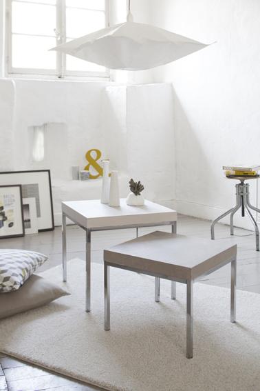 Peindre table avec béton ciré : Tables basses de salon peintes avec béton ciré Libéron couleur Comète et gris orage, puis protégées avec imperméabilisant