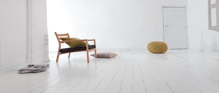 Pour peindre un parquet, qu'il soit en bois verni ou un parquet stratifié, découvrez la peinture Rénovation parquet et escalier bois V33 une peinture spéciale plancher sans poncer ni décaper.