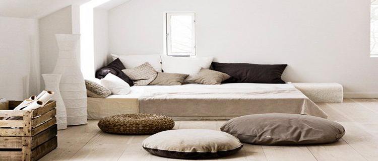 Une chambre zen c'est une chambre à la déco épurée autour d'une peinture chambre de couleur claire, peu de meubles au profit de coussins, d'un parquet et d'accessoires déco zen eux aussi