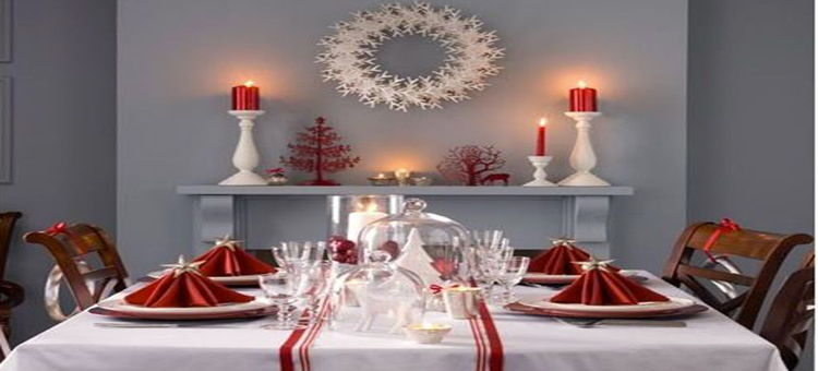 Pour Noël, de la déco de la table, au sapin, guirlandes et boules de Noël à faire soi-même, nos idées de déco de Noël tout en rouge et blanc.