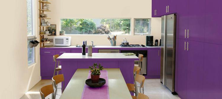 Pour repeindre sa cuisine des solutions existent pour le faire sans éclater son budget. Pour chacun des supports, meubles, murs, crédence nos conseils peinture et astuces pour arranger la déco de la cuisine.