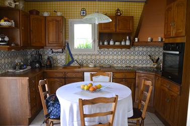 repeindre des meubles de cuisine rustique avec la peinture pour meuble V33 sans poncer ni décaper photo avant