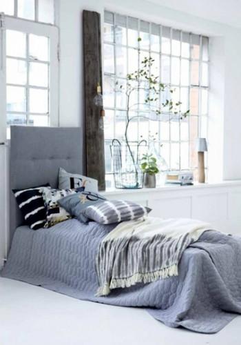 Le gris bleuté, une bonne alternative couleur pour la déco d'une chambre à asscoier à des murs blanc pour une chambre lumineuse