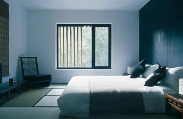 Une chambre dans une harmonie de bleu gris et noir bleuté pour  une ambiance sereine et reposante Peinture Tollens