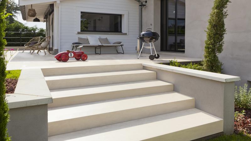 Peinture sol garage et extérieur en béton, ciment brut et sol carrelage de terrasse Expert Sol V33. Convient également pour les sols béton intérieurs.