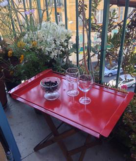 Autre exemple d'utilisation de la peinture sur un plateau de jardin en fer. Protect' Fer Astral coloris Phare