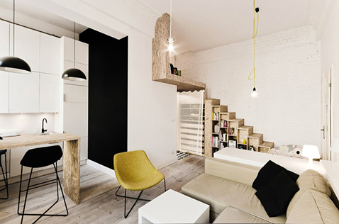 amenagement d'un studio de 29 m2 avec une chambre en mezzanine qui permet de construire des rangements sous l'espcalier