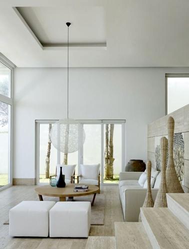 La couleur lin du sol au plafond en passant par la peinture des murs et le canapé, c'est top design
