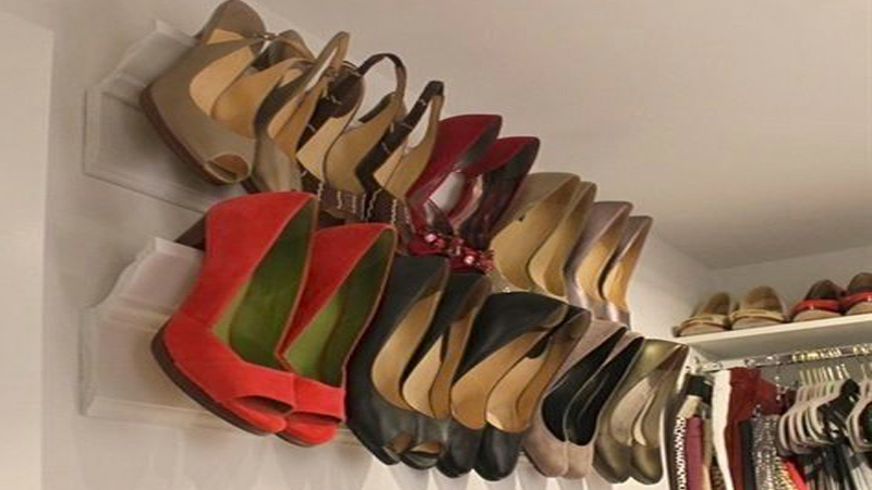 Envie d'en finir avec le casse-tête du rangement des chaussures ? Voici des astuces pour fabriquer un rangement chaussure dans l'entrée, le dressing ou la chambre