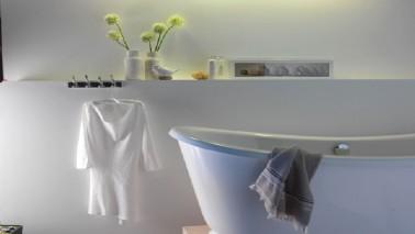 Tout savoir sur la peinture salle de bain et la méthode pour bien peindre les murs, plafond et carrelage mural
