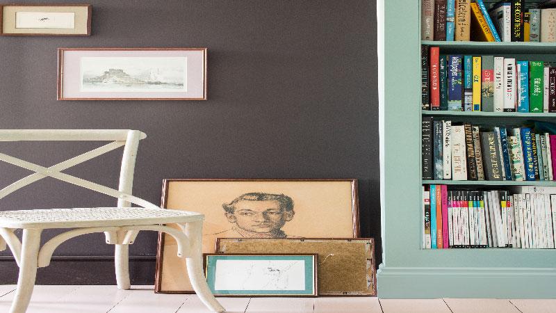 la marque de peinture Farrow & Ball annonce la tendance couleur salon pour 2015. 4 nouvelles couleurs avec un brun, vert, beige rosé et gris pour repeindre murs, meubles et le parquet du salon