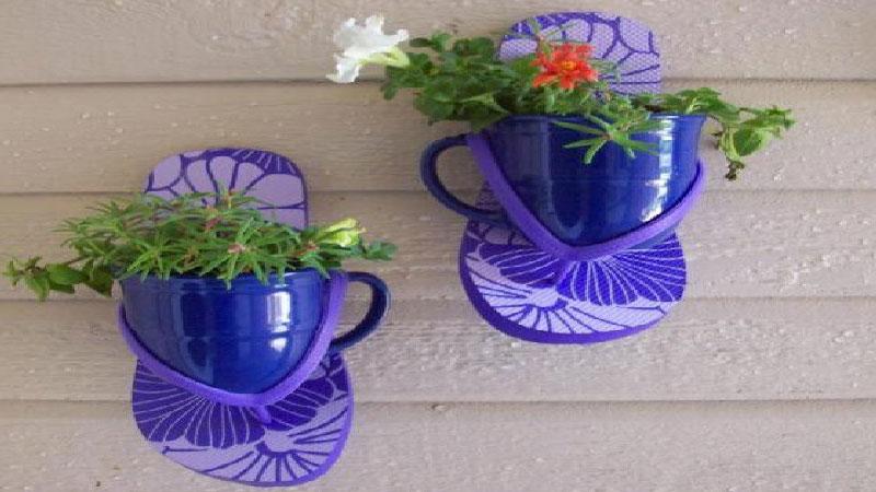 Réaliser facilement un porte plante avec des objets de récup, une palette bois ou encore un lustre ancien pour suspendre vos plantes dans la maison ou dans le jardin