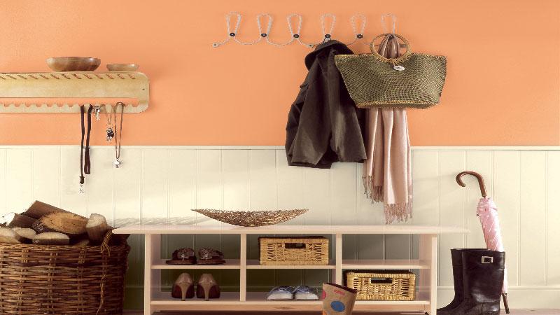 Le carnet des tendances couleurs déco de la peinture Astral renouvelle l'approche couleur pour repeindre les murs de la maison avec des couleurs naturelles, des teintes de gris, jaune orangé, bleu ardoise et des coloris aubergine, rose cerise, vert kaki