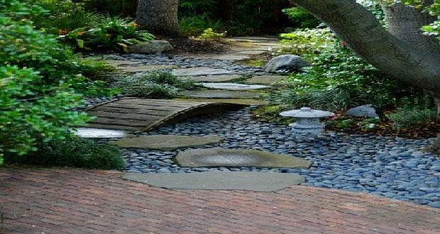 Aménagez un jardin zen pour un espace de détente absolue à l'extérieur ! Bambou, plantes, pierres, fontaine,une déco zen dans le jardins'appuie sur le minéral, végétal et l'eau pour l'aménagement d'un jardin japonais.