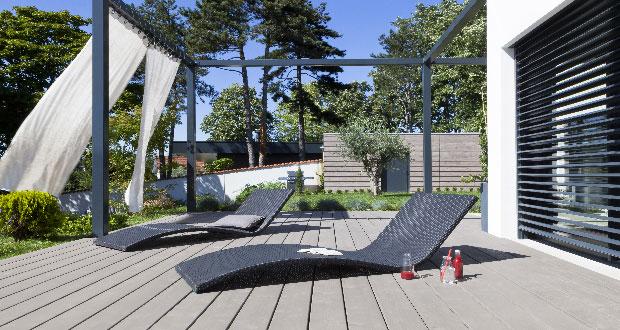 Peinture spéciale bois extérieur pour peindre une terrasse en bois et faire entretien régulier de V33