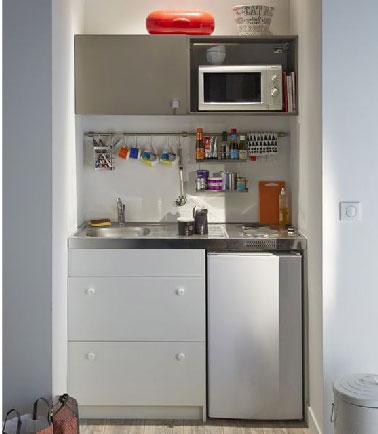 Tout pour cuisiner et ranger regroupédans un meuble voilà de quoi optimiser l'espace dans une petite cuisine. Kitchenette Sylver chez Castorama.