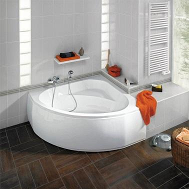 O cadă de unghi minim se dovedește a fi o idee bună pentru a-și face baie mică o cameră relaxantă și plăcută să trăiască.'angle taille mini s'avère être une bonne idée pour faire de sa petite salle de bain une pièce détente et agréable à vivre.