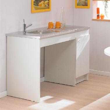 Cette kitchenette pratique pour un studio est proposée avec la plaque de cuisson en option à encastrer sous le meuble évier au système de vidage gain de place. Prix : 159,00 € Lapeyre