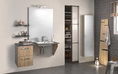 o chiuvetă din lemn cu sertare încorporate, evită mobilierul voluminos într-o baie mică Zen și eliberează spațiul de pe sol.'espace au sol.