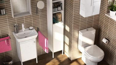 Și-a dezvoltat baie mică cu mobilier înalt, un truc practic care să-și permită plafonul fără a plasa locurile în cameră.'offrir des rangements jusqu'au plafond sans rogner de place sur la pièce.