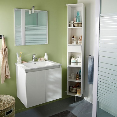 în acest mic Baie, mobilier simplu și compact creează o sală de duș modernică și practică. Un ideal de decorare rafinat și funcțional.'eau tendance et pratique. Une déco épurée et fonctionnelle idéale.