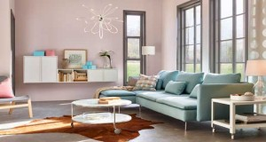 Ikea bichonne la décoration de la maison cet hiver avec des meubles, tapis, chaises et canapés dans des matériaux et couleurs cocooning pour affronter le froid lové dans une maison chaleureuse.