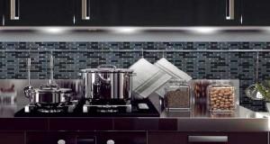 Smart Tiles renouvelle sa gamme de carrelage adhésif pour une pose en revêtement mural de salle de bain ou pour une pose en crédence de cuisine. Carreaux autocollant en dalle de 29X27cm