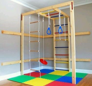 Un petit espace idéal pour se défouler et faire du sport dans la salle de jeux pour les enfants sportifs