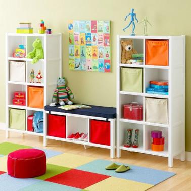 Une jolie salle de jeux colorée avec des rangements ultra pratiques pour ranger ses petits jouets en un rien de temps !