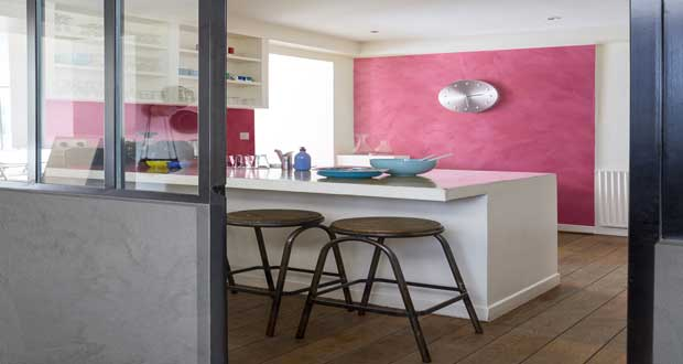 Envie d'un effet déco original pour repeindre vos murs ? misez sur la peinture à effet nacré pour repeindre la cuisine, illuminer la couleur salon ou donner du style à la déco d'une chambre