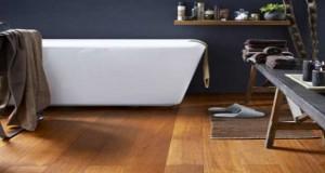 Pour une salle de bain grise avec un sol en parquet massif ou stratifié, carrelage ousolPVC tendance, sélection déco de sols qui donnent des couleurs à la salle de bain.