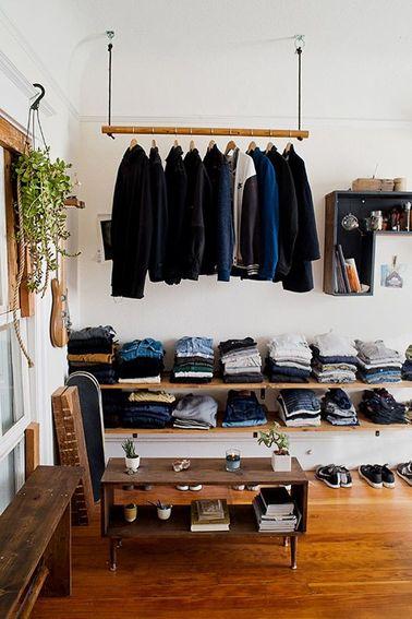 Un dressing qui ne coûte pas cher, c'est avant tout un aménagement bien pensé. Exploitez la hauteur sous plafond pour ranger un maximum de vêtement : l'effet déco est au rendez-vous !