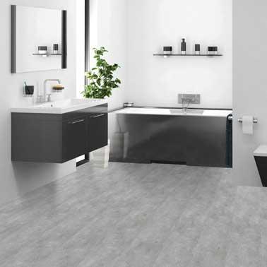 On ne se lasse pas de la déco épurée d'une salle de bain design toute grise. on choisit une couleur gris perle pour peindre les murs et on recouvre le sol de PVC résistant.
