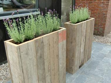 Utiliser des palettes bois pour faire une jardinière c'est futé ! Une déco de jardin embellie en un rien de temps et de belles jardinières pour planter fleurs et plantes