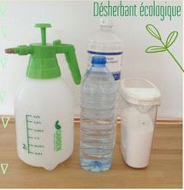 Du vinaigre blanc, de l'eau et du gros sel, des produits sains pour élaborer un désherbant naturel, efficace pour enlever les herbes encombrantes dans l'allée du jardin ou sur la pelouse.