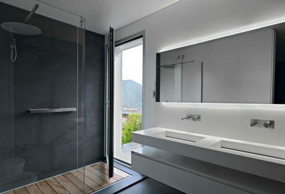 Le béton ciré peut être un allié de taille dans une salle de bain design ! Ici, le mur de la douche italienne en béton ciré ne manque pas d'allure et souligne la déco !
